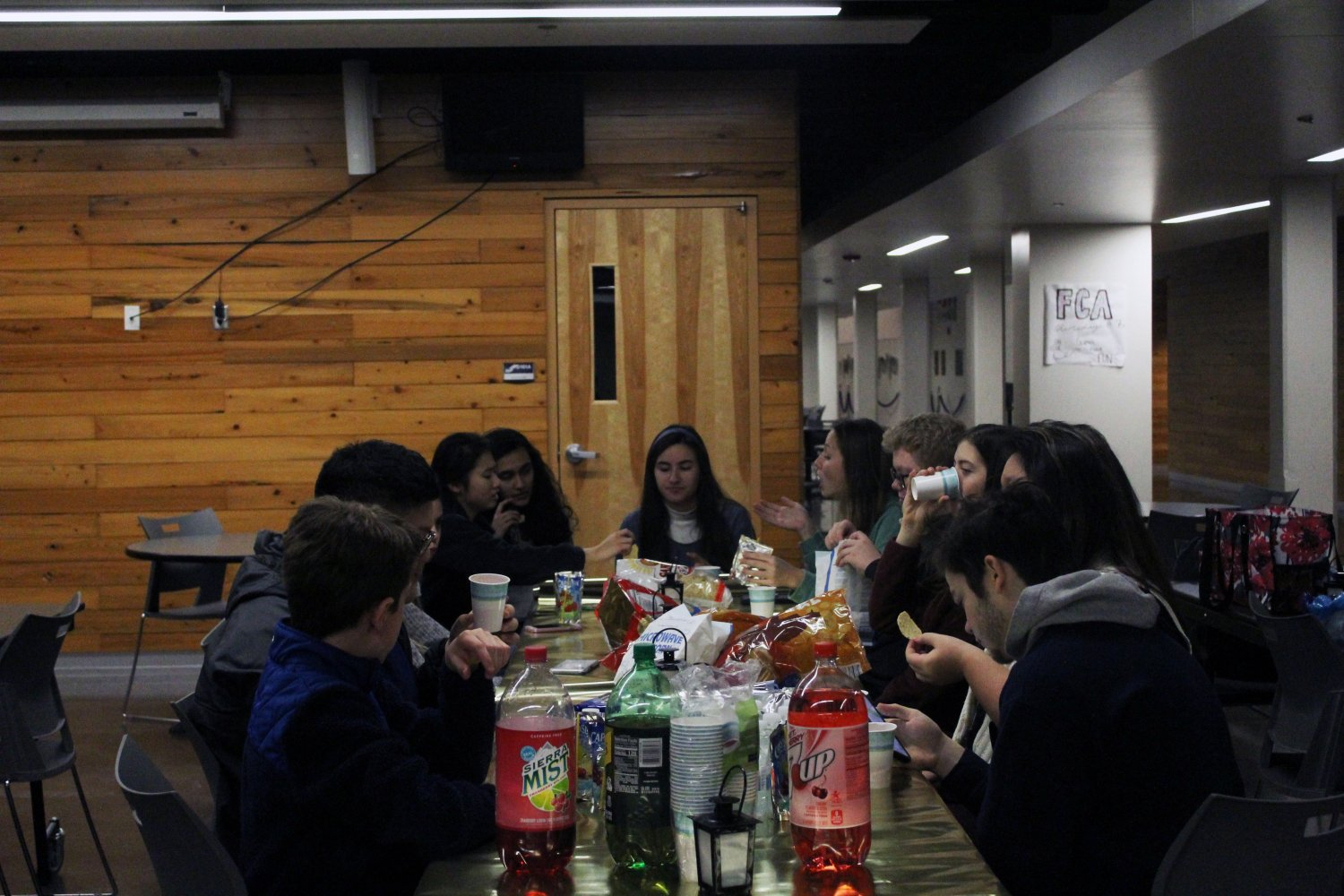 Students converse with eachother at the StuCo club feast as they enjoy their food and the company of their friends. Photo by Kyla Barnett