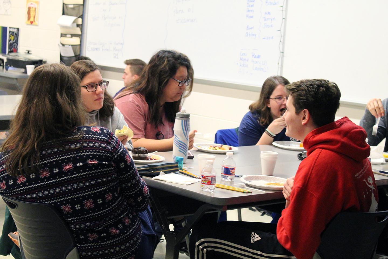 AP Spanish students Taryn Lancaster (Senior), Elizabeth Kim (Junior), Abbey Hayes (Senior) and Henry Schinstock (Senior) hangout around the table.