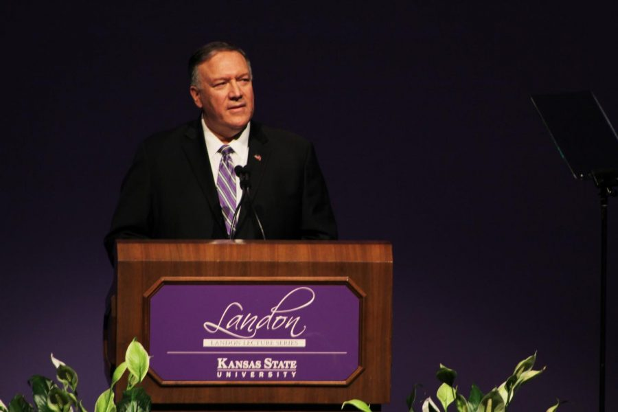 Mike+Pompeo+speaks+to+a+group+at+Kansas+State+University+on+Saturday+afternoon.+Pompeo+came+to+Kansas+State+to+discuss+the+current+political+environment+surrounding+the+upcoming+election+season.