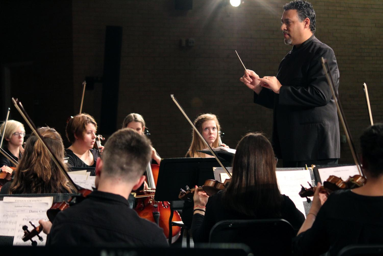 Director+Nate+McClendon+stands+above+the+freshman+orchestra+at+hey+begin+their+performance.+The+group+performed+with+both+Symphonic+and+Chamber+Orchestra+to+commemorate+their+performance+season.