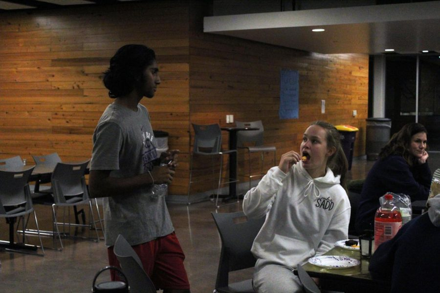 Juniors Dil Rilaneweera and Taylor Claussen have a nice conversation as they enjoy their food at the StuCo club feast.