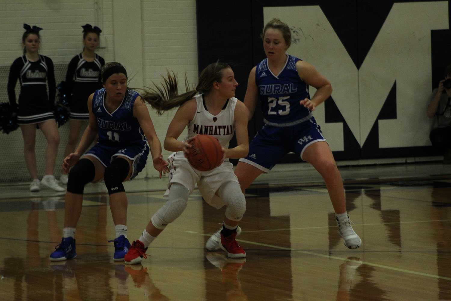 Junior+Jaiden+Weixelman+attempts+to+pass+the+ball+to+another+teammate+at+the+Varsity+Girls+basketball+game+against+Washburn+Rural.